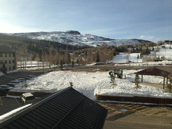 Cedar Breaks Lodge: View of Brian Head from room 1316 (3rd floor) of main building