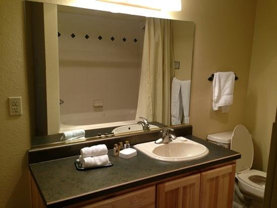 เซดาร์เบรคลอดจ์: Bathrpom in a 1-bedroom Villa