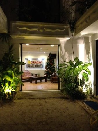 Boracay Beach Resort: at night