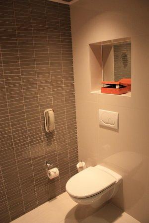 โรงแรมเทรดเดอร์ มาเล: Bathroom