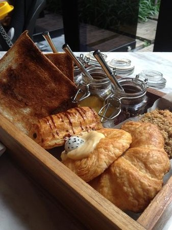 The Siam: fantastic bakery box for breakfast
