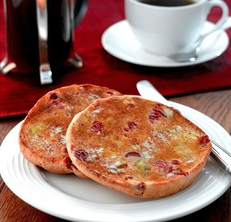 Abbey Mill Coffee Shop: delicious cranberry teacake