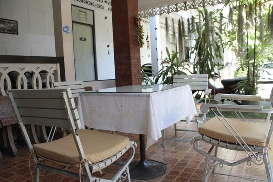 Roong Ruang Hotel: sitting area