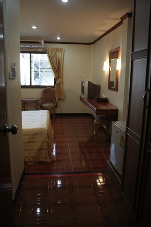 Roong Ruang Hotel: superior double bed