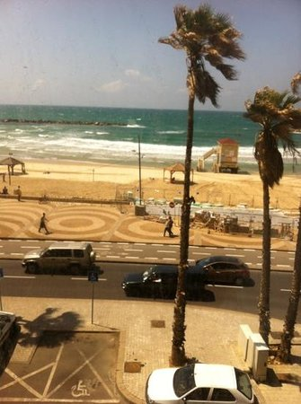 Dan Tel Aviv Hotel: the view from the room