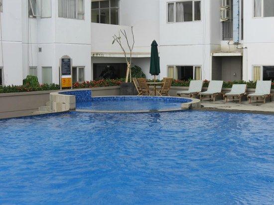Aston Pluit Hotel & Residence : Vasca idromassaggio