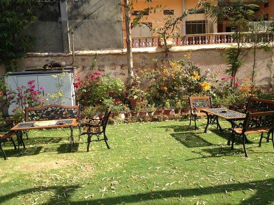 โฮเต็ล ไจ นิวาส: Outdoor Garden