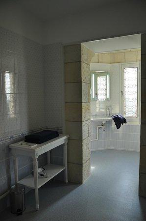 Manoir de Contres : part bathroom of room no. 5