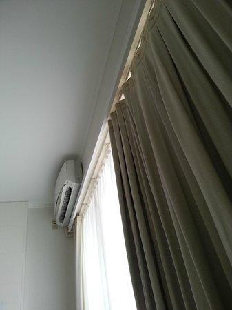 Saigon Sky Garden : The aircond & curtain....very new!