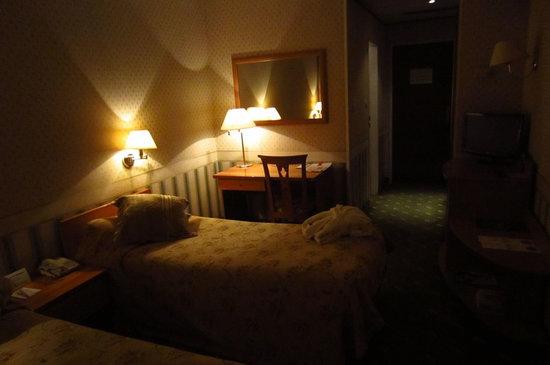 Best Eastern Astana International Hotel: Из 5 светильников работают только 3