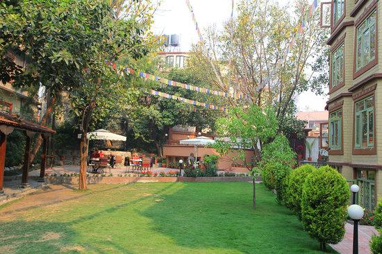 Shambaling Boutique Hotel: garden