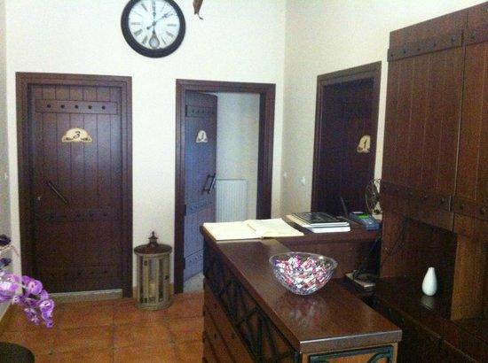 Giogarakis Hostel: Entrance to rooms