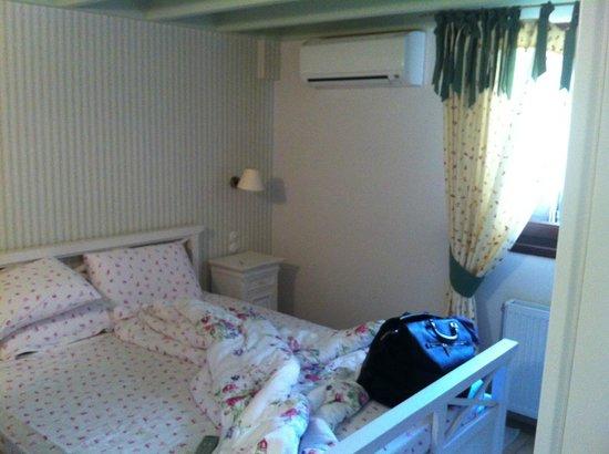 Giogarakis Hostel: Bedroom