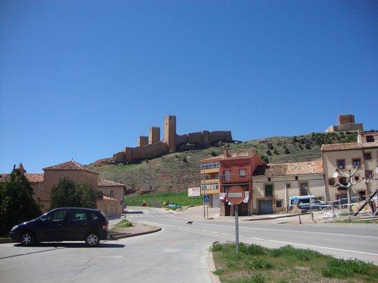 Calle Portal de Molina : 3 torres castelo  molina de aragón- Teruel  ES
