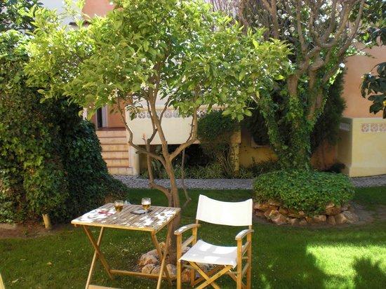 Costa D'oiro Ambiance Village: Gartenanlage direkt an Terrasse
