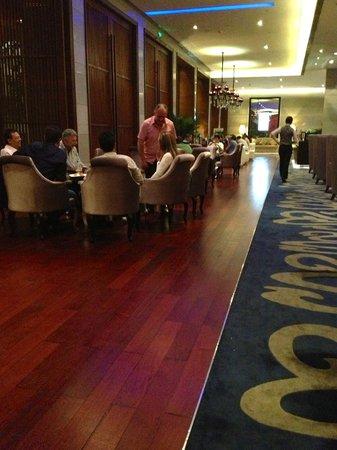 Royal Tulip Carat Guangzhou: bar y restaurante