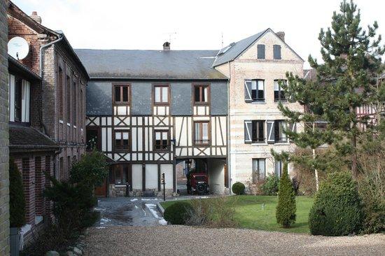Hotel La Licorne : Vue vers les chambres