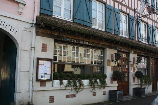 Hotel La Licorne : Entrée principale