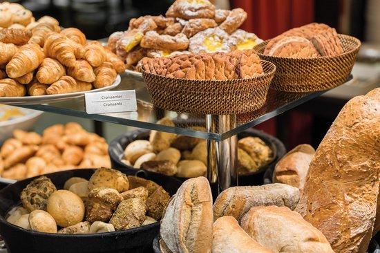 Tivoli Hotel: Breakfast