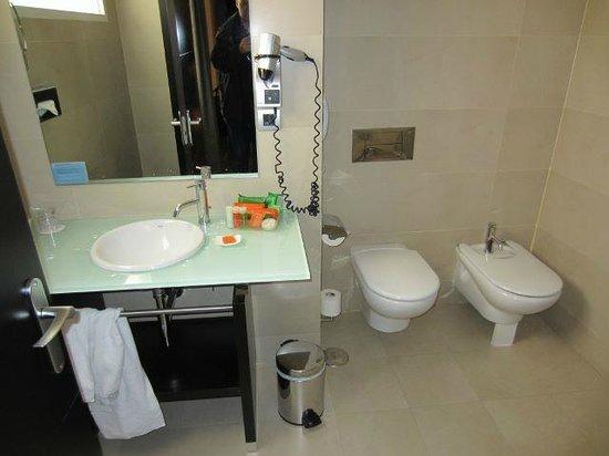 NH Madrid Lagasca: Superior Room: Bathroom