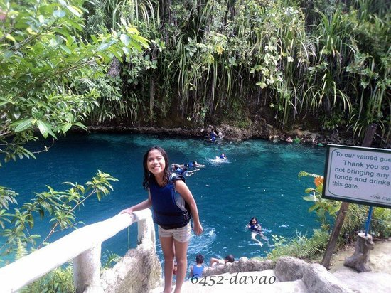 Hinatuan, Philippinen: my daughter enjoying the blue waters