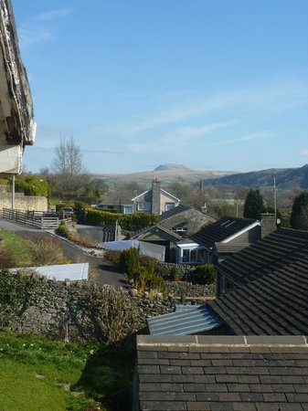 Mainsfield Guest House Bed & Breakfast: View from the landing window across to Pen y Ghent