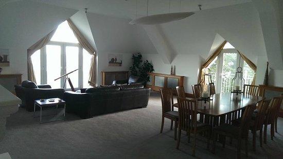 Garryvoe Hotel: Upstairs in the honeymoon suite