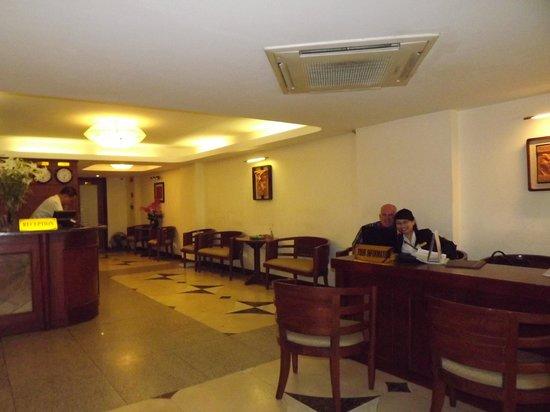 Hanoi Charming 2 Hotel: front entrance