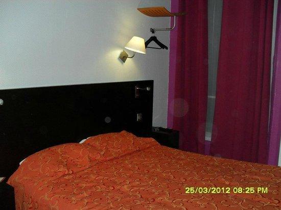 Le Regent Hostel: Stanza matrimoniale con bagno privato