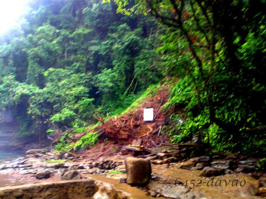Tinuy-an Falls: the landslide near the falls