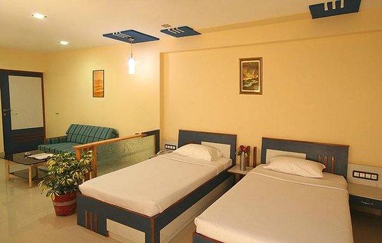 Golden pond resort silvassa inn reviews photos rate - Hotels in silvassa with swimming pool ...