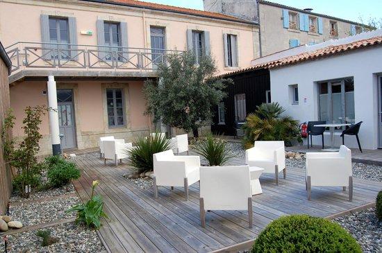 Hotel Napoléon : Chambre 117 derrière son olivier.