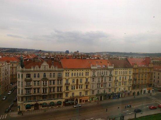 Parkhotel Praha: Panorama camera lato dx (notare la fermata del tram)