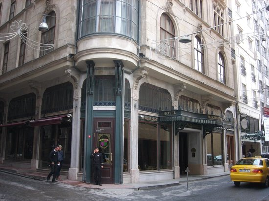 Palazzo Donizetti Hotel: Outside view of the hotel