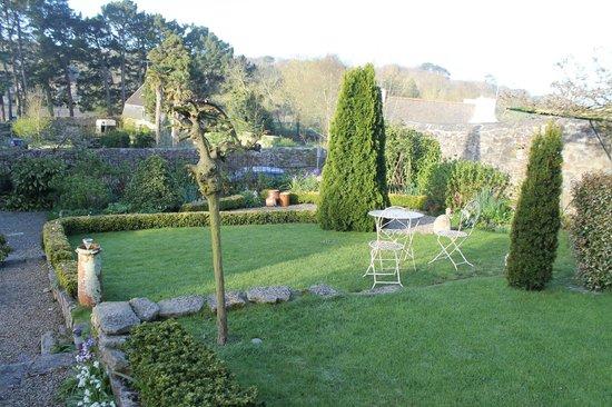 Vue du jardin photo de l 39 oree du cap pont croix for Restaurant le jardin du cap