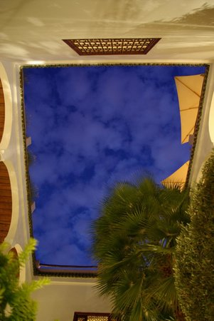 Riad l'Orangeraie: Marrakech's sky from the patio