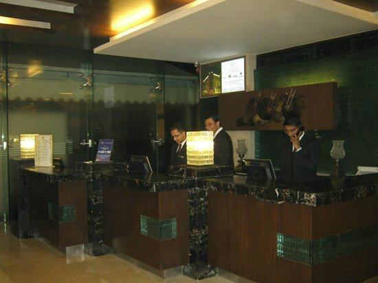 Country Inn & Suites By Carlson Sahibabad: Reception Counter