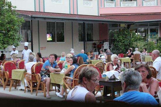 Gazipasa Star Hotel: rESTAURANT BY THE POOL