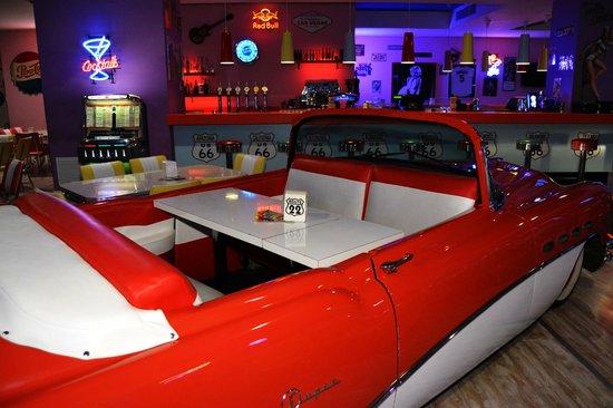 La macchina dove si può cenare dentro - Picture of PinUp Pub ...