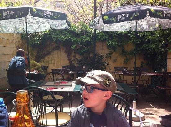 Le Cafe Italien : terrasse en avril soleil