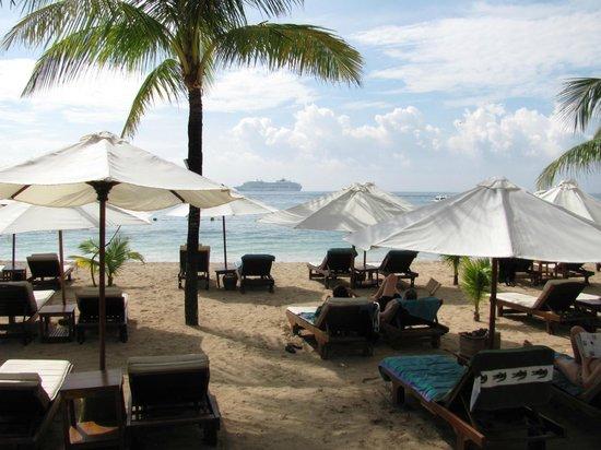 COOEE Bali Reef Resort: Пляж
