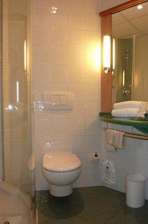Ibis Malaga Centro Ciudad: bathroom
