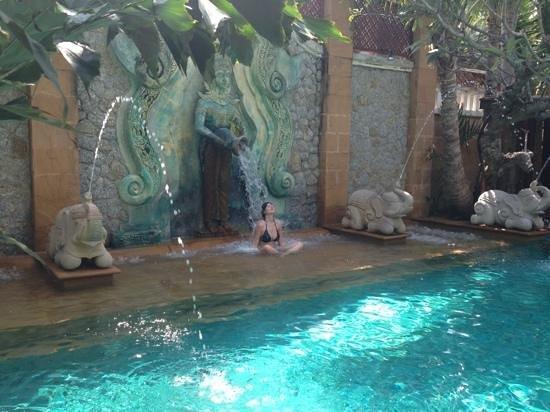 Sawasdee Village: piscina-chorros
