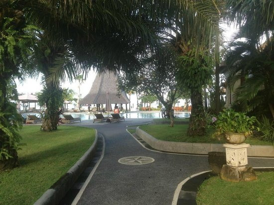 Sadara Boutique Beach Resort: View from just outside our room towards the pool & beach
