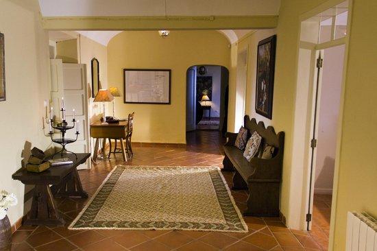 Herdade Outeiro de Esquila: Hallway at MAIN HOUSE (a 4 bedroom house)