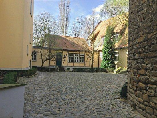 Wasserburg zu Gommern: Innenhof des Hotels