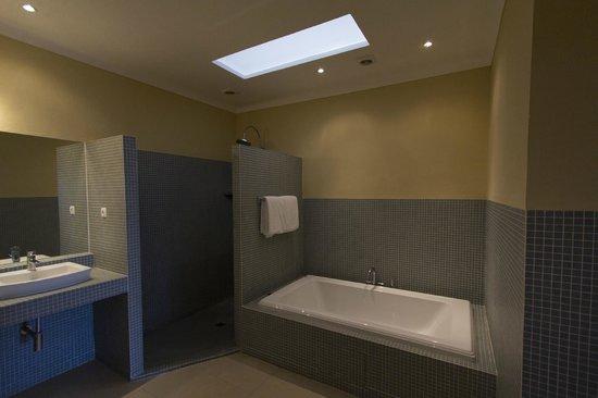 Herdade Outeiro de Esquila: Master Bathroom at MAIN HOUSE (a 4 bedroom house)