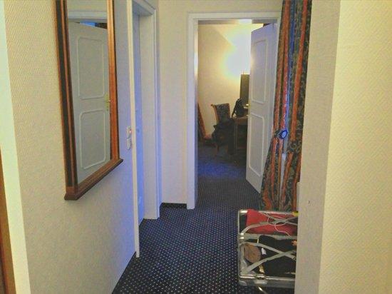 Wasserburg zu Gommern: Blick vom Wohnbereich zum Schlafzimmer