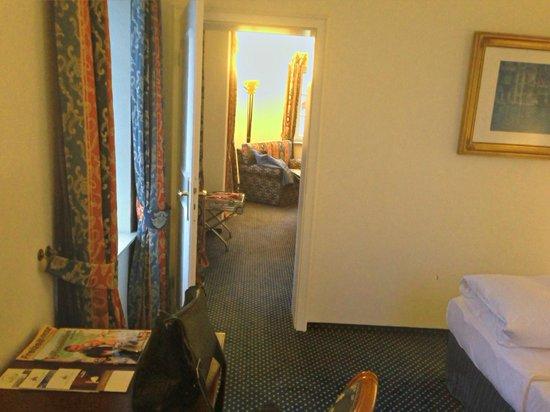 Wasserburg zu Gommern: Blick vom Schlafzimmer in den Sitzbereich