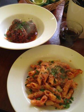 Sapore Pasta & Panini: pasta & meatballs lunch